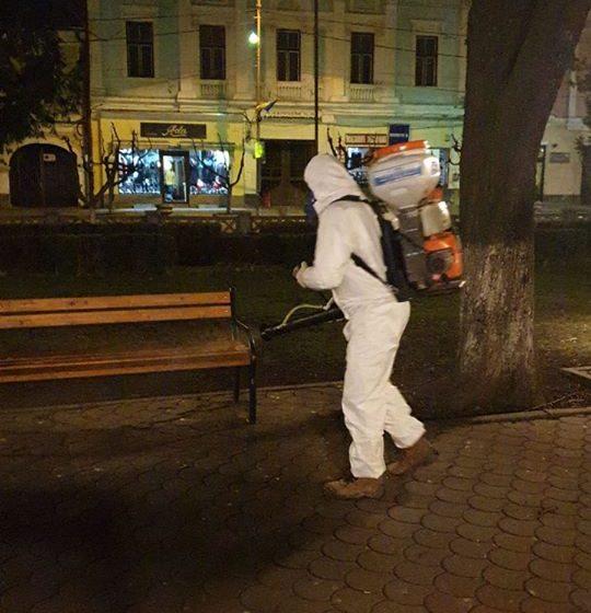 VIDEO | S-a făcut dezinfectarea zonelor publice în Sighetu Marmației și în Cavnic