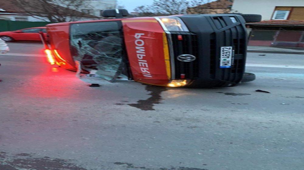 VIDEO | Accident cu un microbuz al ISU cu maramureșeni care trebuiau să fie duși în carantină