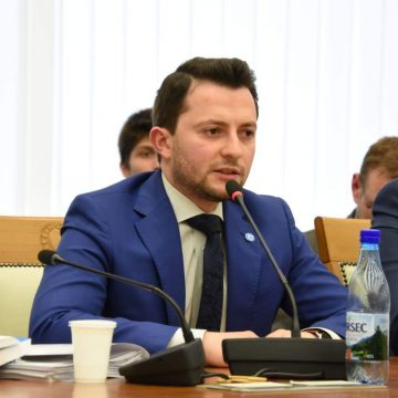VIDEO   Eforturile deputatului Duruș (USR) pentru a aduce bani la bugetul județului, apreciate în plenul Consiliului Județean