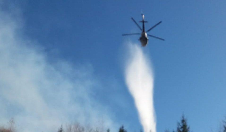 Incendiu stins cu elicopterul
