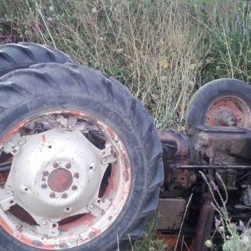 VIDEO | Un borșean a murit strivit de propriul tractor