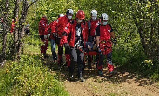 ( FOTO) Un grav accident s-a produs în Strâmtura. Victima a fost preluată de un elicopter SMURD
