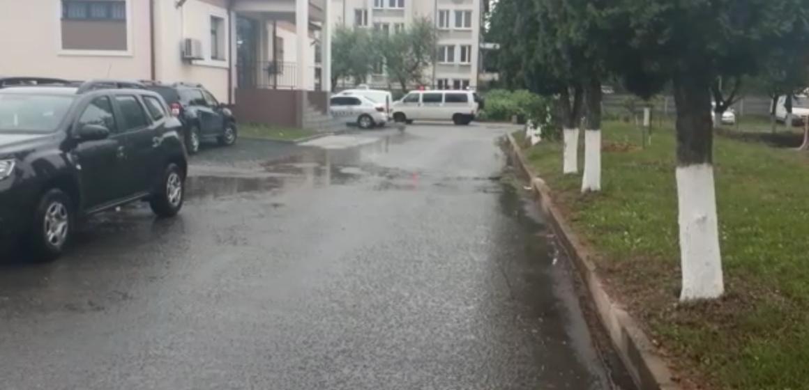 VIDEO   Șapte persoane au fost reținute în urma scandalului din parcarea unui centru comercial