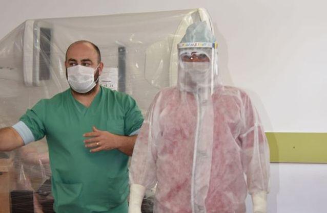 VIDEO | Instruire la Spitalul Județean privind modul în care se îmbracă și se dezbracă echipamentul de protecție