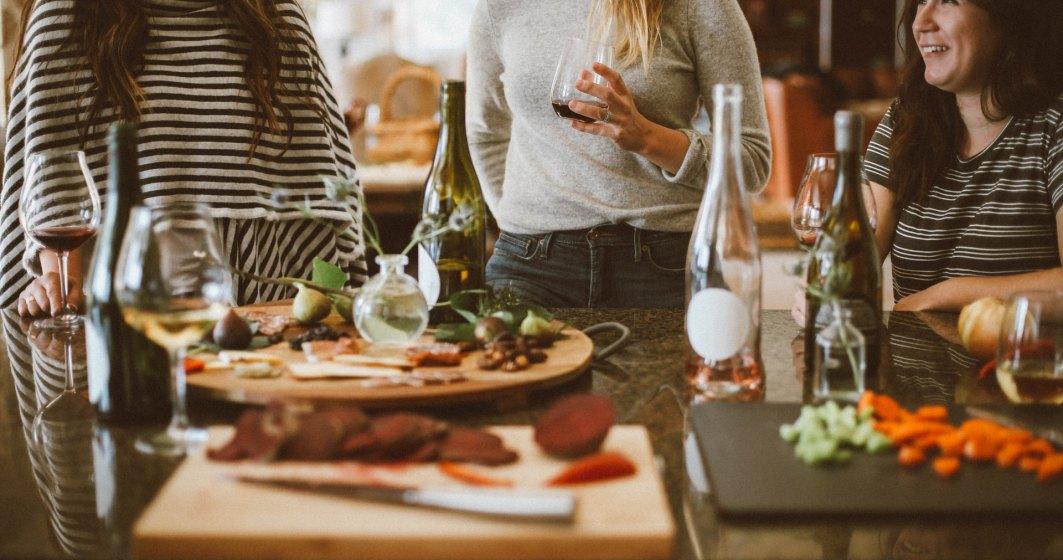 Câte persoane pot participa la o petrecere într-un apartament, în perioada stării de alertă