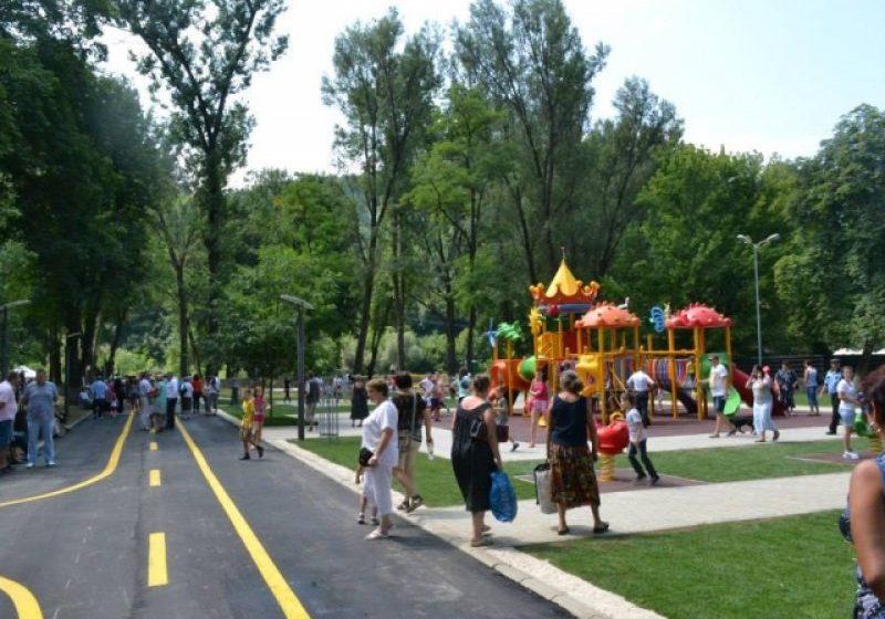 VIDEO   La Sighet se redeschid parcurile și spațiile de joacă pentru copii