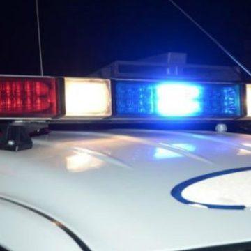 Tânără rănită după ce mașina în care se afla s-a răsturnat pe plafon