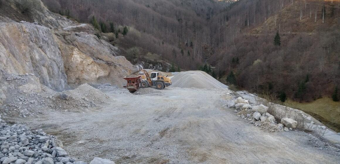 VIDEO | Comuna Mireșu Mare are propria carieră de piatră ce va servi pentru reabilitarea drumurilor comunale