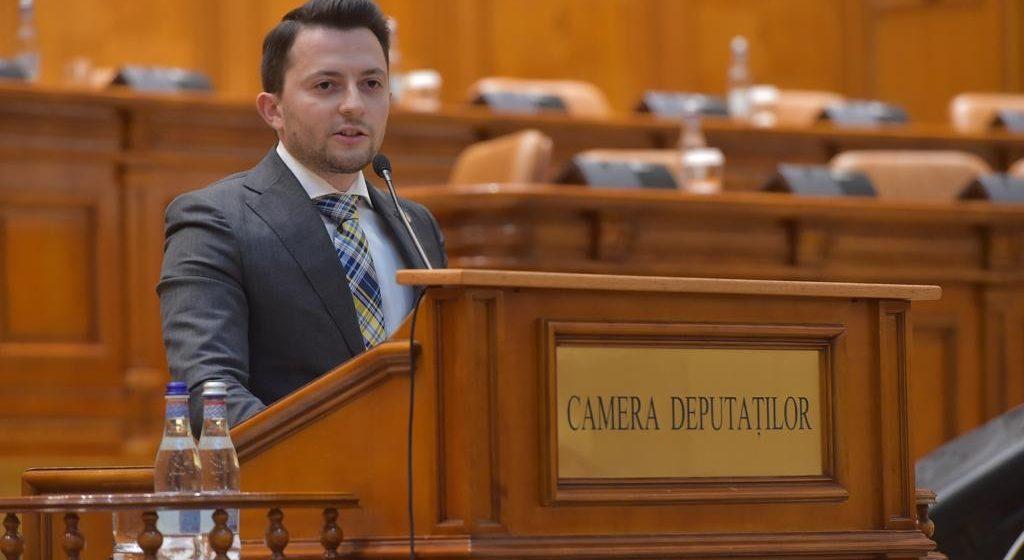 """Vlad Duruș, deputat USR: """"Am reuşit! Pensiile speciale vor fi impozitate cu până la 85%"""""""