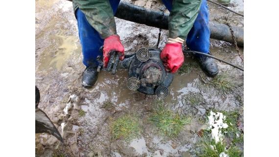 Acțiune de curățare și spălare a sistemului de canalizare în cartierele Republicii, Vasile Alecsandri, Gării, Orașul Vechi și Firiza