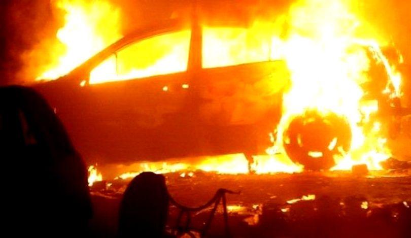 VIDEO | Mașina personală a șefului Sectorului Poliției de Frontieră Vișeu de Sus a fost incendiată