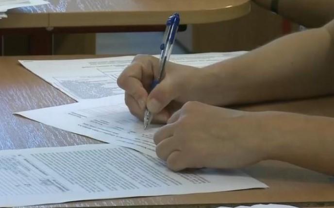 Absolvenții de liceu susțin joi, proba la alegere în cadrul examenului maturității. Patru elevi au fost eliminați de la proba profilului