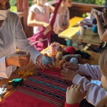 VIDEO | Muzeul de Etnografie și Artă Populară Maramureș a dat start atelierelor de vacanță dedicate copiilor