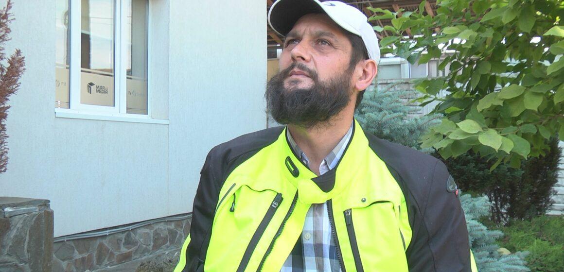 VIDEO | Un cetățean din Coștiui, mulțumit că drumul de acces spre casă, a fost pietruit
