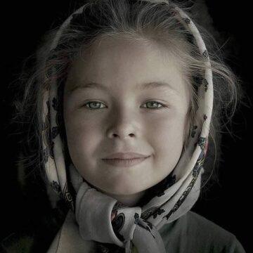 VIDEO | Record mondial absolut la fotografie, obținut cu un portret al unei fetițe din Botiza