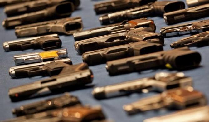 Polițiștii au confiscat zeci de arme și sute de cartușe în acțiuni la nivelul întregiițări