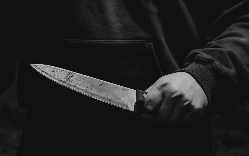 VIDEO | CAZ ȘOCANT ÎN MARAMUREȘ: O femeie ar fi fost înjunghiată de un tânăr care s-a supărat că aceasta nu a vrut să redeschidă barul pentru el