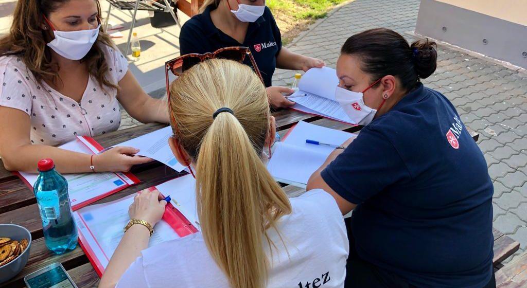 VIDEO | 170 de pachete de alimente sunt distribuite de către Serviciul de Ajutor Maltez în România, persoanelor vulnerabile din Maramureș