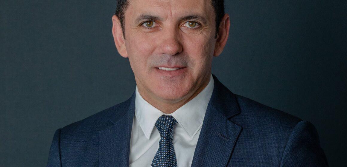 """Mircea Cirț: """"Unde sunt tabletele promise elevilor, domnule (încă) primar? Dar ghiozdanele pentru clasa 0?"""""""