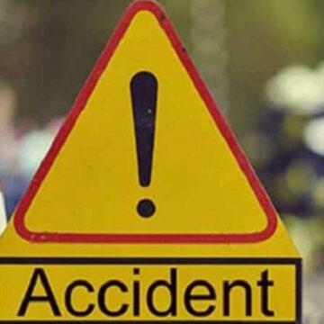 Un tânăr a murit iar un altul a fost rănit după ce o mașină s-a răsturnat. Cel de la volan nu avea permis