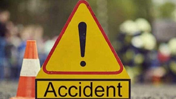 VIDEO | Un tânăr a murit iar un altul a fost rănit după ce o mașină s-a răsturnat. Cel de la volan nu avea permis