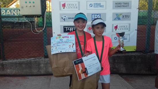 VIDEO | Tineri sigheteni s-au remarcat în cadrul unor competiții de tenis de câmp