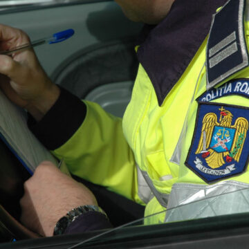 Conducerea fără permis i-a adus unui tânăr de 18 ani, un accident rutier şi un dosar penal
