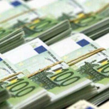 România împrumută 4 miliarde euro de la UE pentru a acoperi şomajul tehnic, munca flexibilă şi sporurile pentru medici  Citeste mai mult: adev.ro/qhkm4d