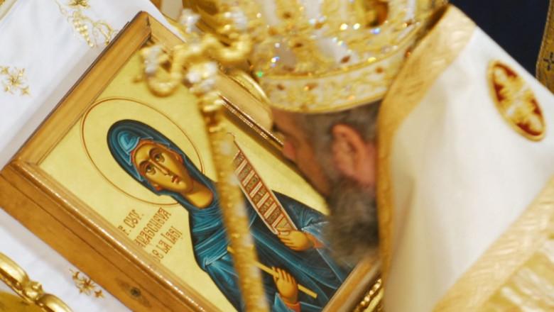 Mitropolia Moldovei cere anularea restricțiilor privind pelerinajele. La moaștele Sfintei Parascheva pot intra doar ieșenii