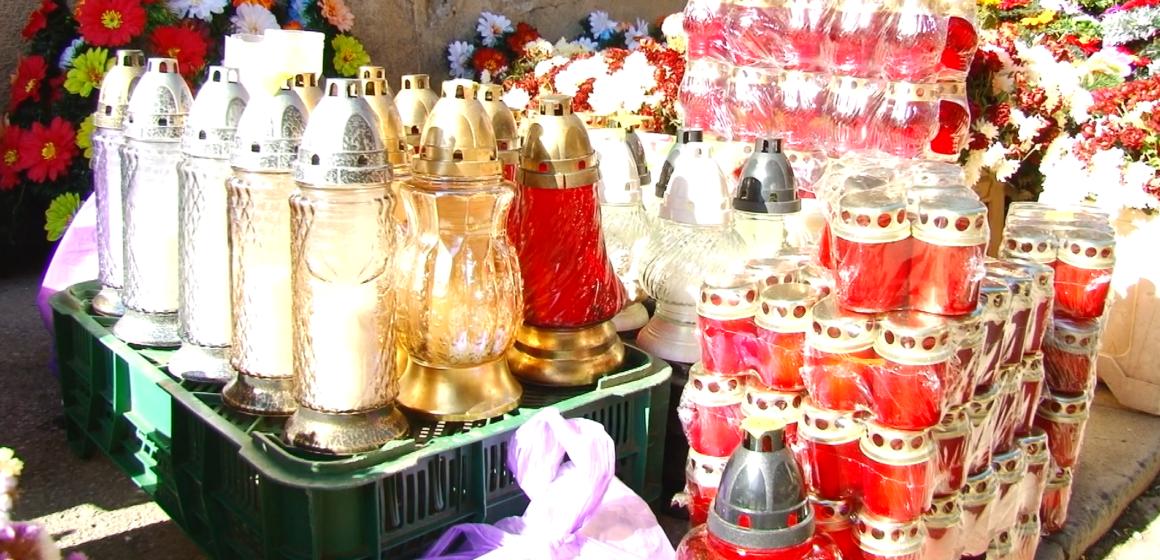 VIDEO | Maramureșenii pregătesc cimitirele pentru Luminație