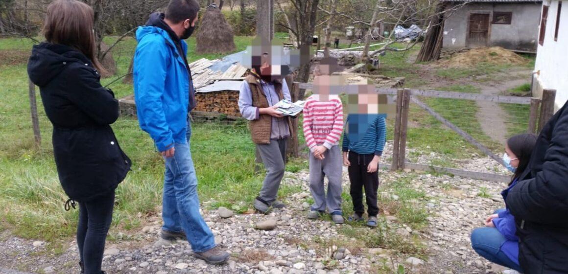 VIDEO | Pachete cu rechizite școlare pentru copiii din Sarasău și Remeți