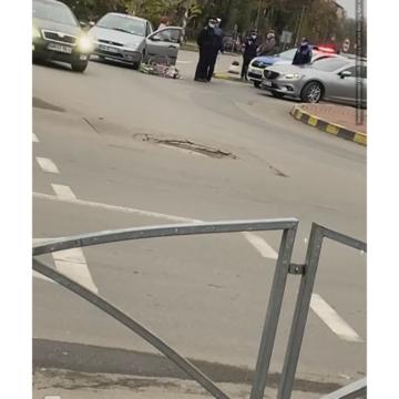 VIDEO   Biciclist accidentat în sensul giratoriu din zona Unirii, din Sighet