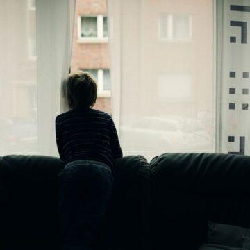 VIDEO   Care este situația copiilor ai căror părinți sunt plecați la muncă în străinătate
