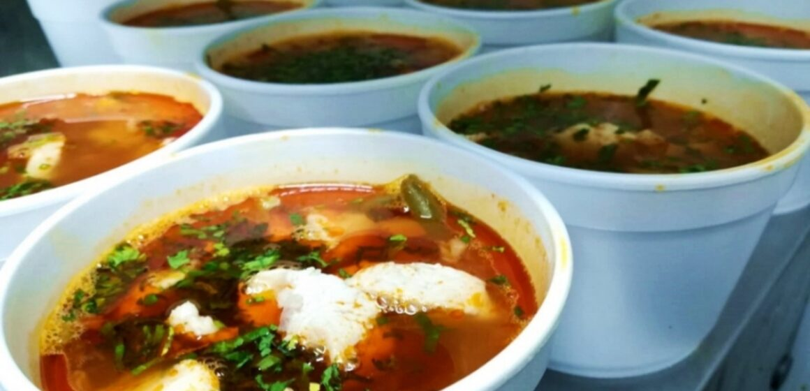 VIDEO | Tichete sociale distribuite persoanelor defavorizate, în vederea asigurării unei mese calde