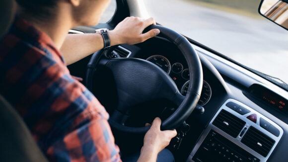 Testul de cunoaștere a regulilor de circulație în vederea restituirii permiselor de conducere va fi susținut în 2 decembrie