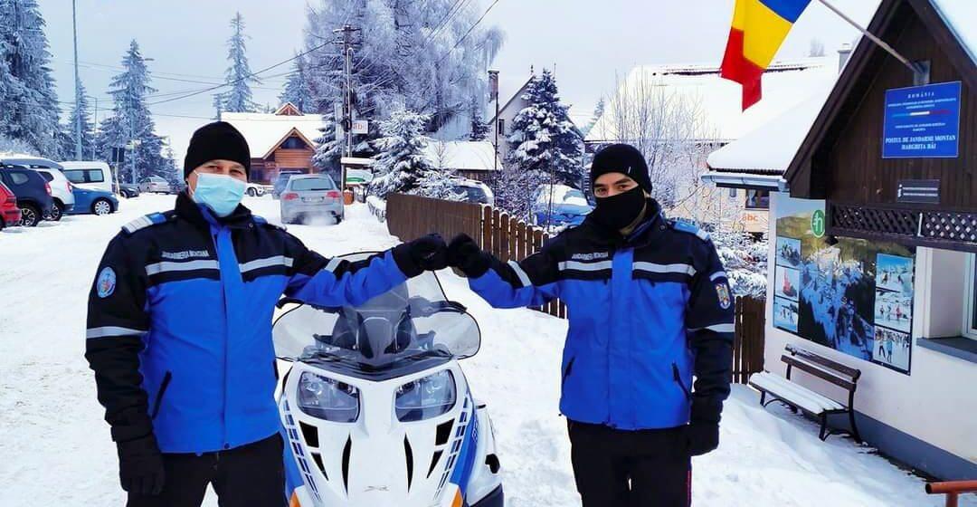 VIDEO   Jandarmii montani sunt la datorie în stațiunile turistice şi pe traseele montane