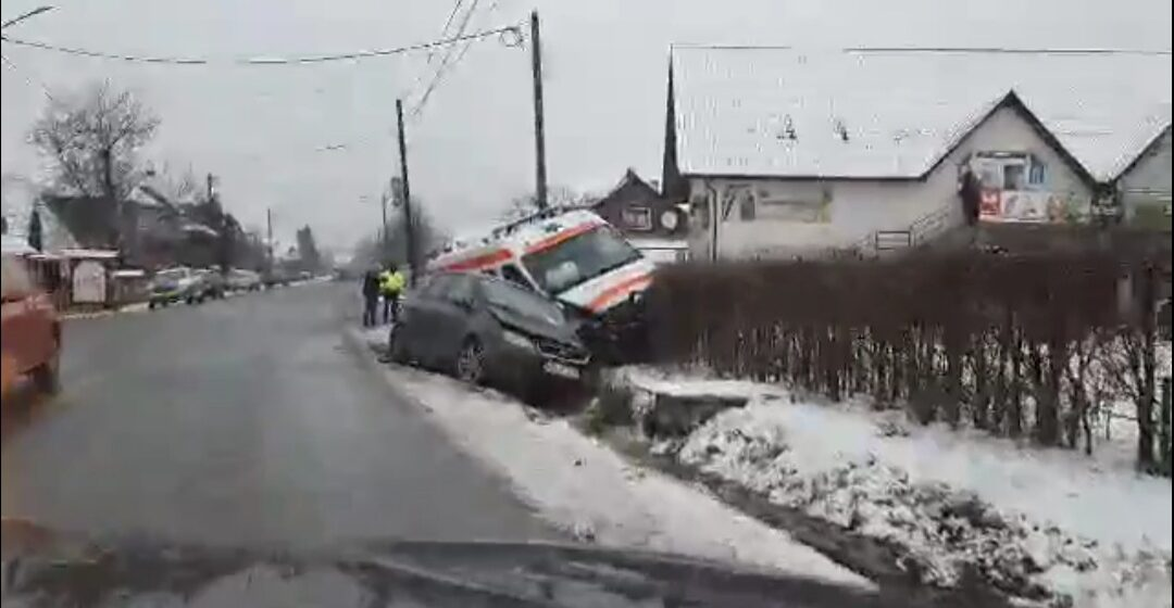 VIDEO | Accident grav în Bârsana. O ambulanță a fost implicată în evenimentul rutier