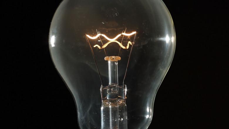Decizia ANRE: Românii vor primi de la furnizorul de energie electrică cel mai bun preț, fără abonament, până la 30 iunie