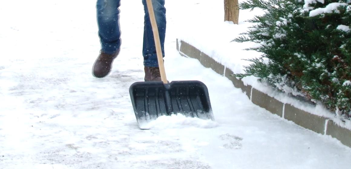 VIDEO | Cei care nu curăță zăpada din dreptul casei sau al firmei riscă să fie sancționați