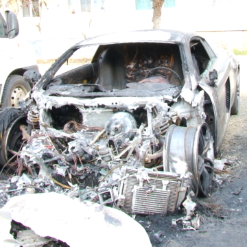 VIDEO   Mașină de lux incendiată în Sighetu Marmației. Se oferă recompensă pentru găsirea făptașului