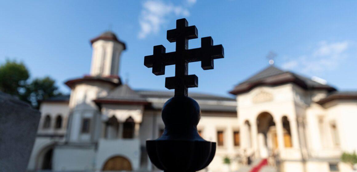 VIDEO | Sondaj CURS: Biserica rămâne instituția în care românii au cea mai mare încredere