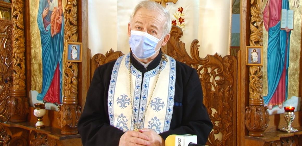 VIDEO | Ucrainenii din Maramureș se pregătesc pentru Crăciun. Preotul Nicolae Lauruc le transmite un cuvânt de învățătură celor care nu vor ajunge la biserică
