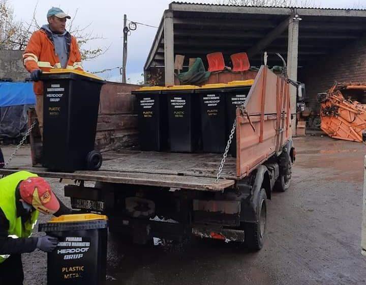 VIDEO | A început colectarea selectivă a gunoiului în Sighetu Marmației. Vezi programul pentru fiecare lună