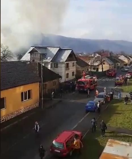 VIDEO | ULTIMĂ ORĂ: Incendiu la o casă din Sighetu Marmației