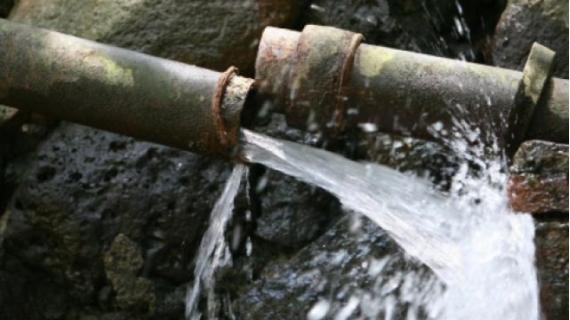 Serviciile de apă potabilă sunt limitate zonele cuprinse între strada Vasile Alecsandri și strada Forestierului, cartierul Vasile Alecsandri și localitatea Tauții de Sus