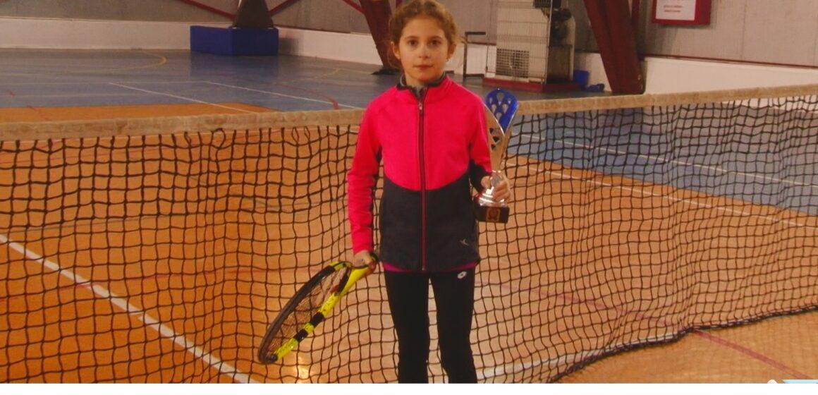 """VIDEO   Meci incredibil reușit de tânăra tenismenă, Nicola Codrea, legitimată la Clubul Sportiv Școlar din Sighet, la concursul """"Cupa Simba Imvest"""""""