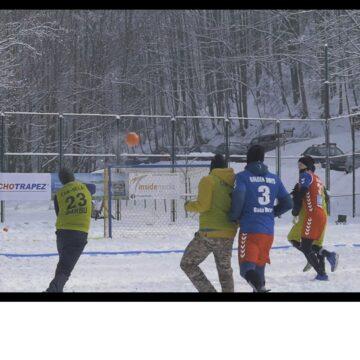 VIDEO | Tudor Marta a organizat la Șuior primul turneu de snowhandbal organizat până acuma în România