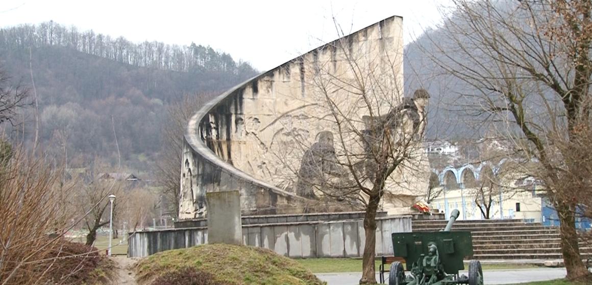 VIDEO   BAIA MARE: Monumentul Ostașului Român, lăsat în paragină