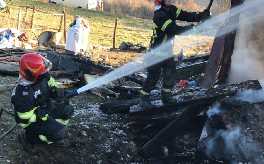 VIDEO | Incendiu în Petrova. O femeie a decedat