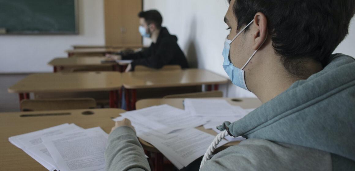 VIDEO | Elevii vor fi așezați câte unul în bancă, în ordine alfabetică, neamestecați cu cei din alte clase, la simulările pentru Evaluarea Națională și Bacalaureat
